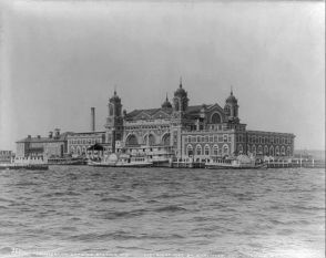 Ellis_Island_in_1905_m